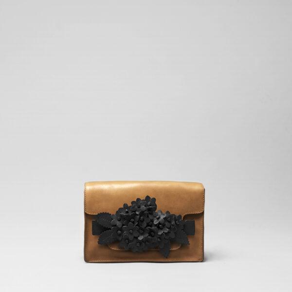 chalrose-click-bouquet-black-matt-piccolo-tan