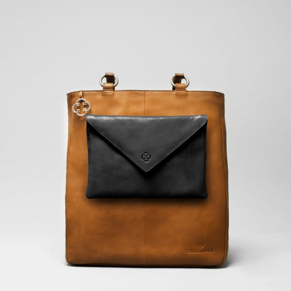 Envelop Clutch Black Matt-Back Shopper Cammel