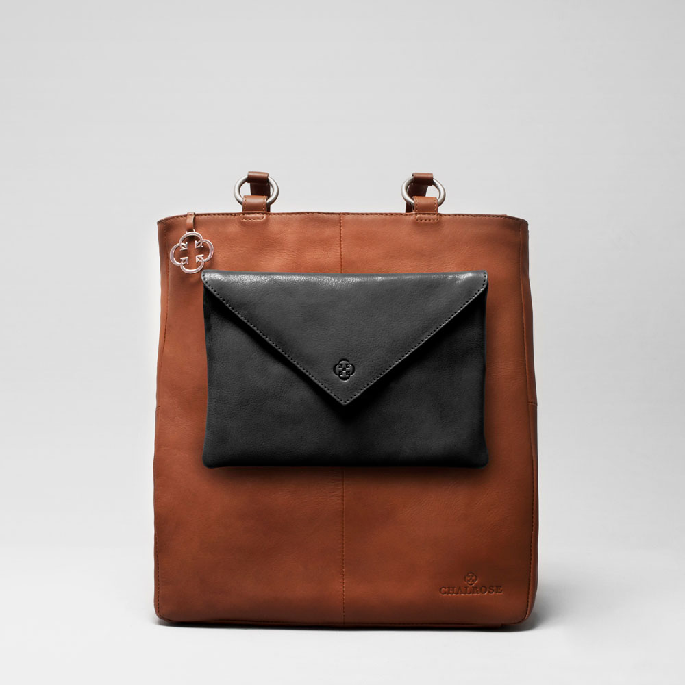 Envelop Clutch Black Matt-Back Shopper Cognac