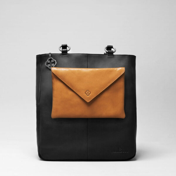 Envelop Clutch Camel-Back Shopper Waxy Black