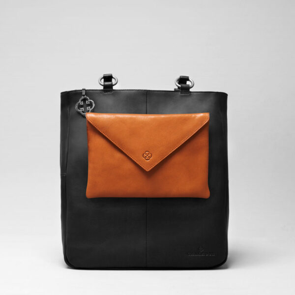 Envelop Clutch Tan-Back Shopper Waxy Black