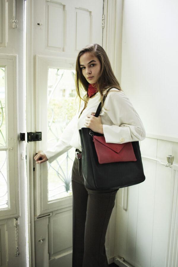 chalrose-back-shopper-black-envelop-clutch-red