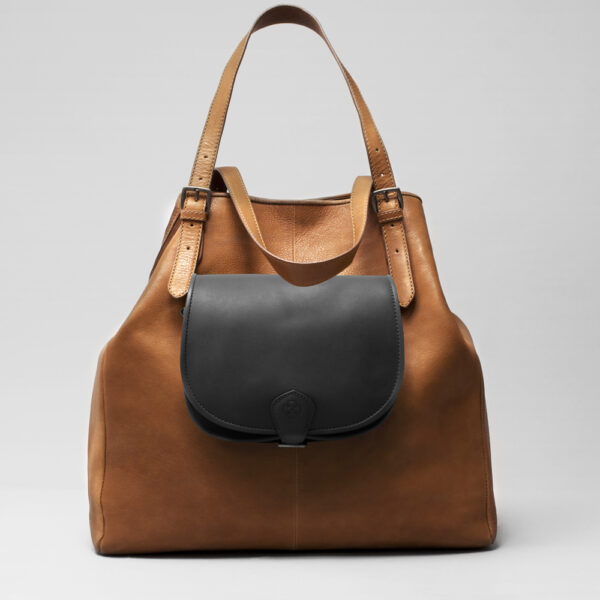 Round Flap Bag Waxy Black - Doppio Tan