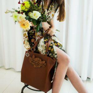 chalrose-back-shopper