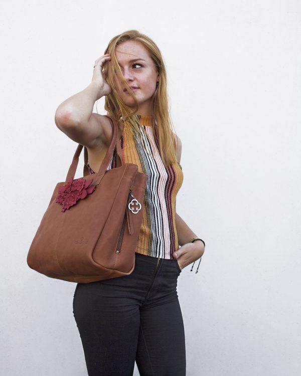 chalrose-city-bag-tan-click-bouquet-red