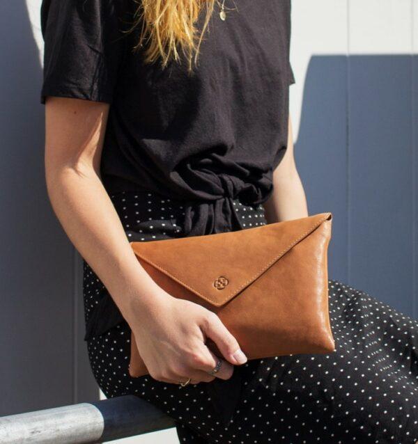 chalrose-envelop-clutch